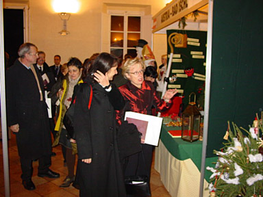a guided tour of the stands. Senigallia's senator mayor is glad of explanations given by Mrs Christmas!