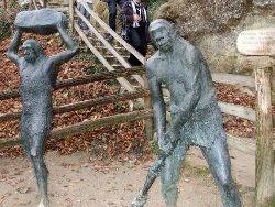 A welcome committee – made of bronze